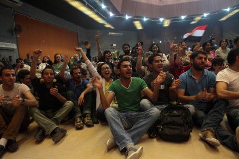 Des Palestiniens apprécient un concert mettant en vedette des musiciens de la bande de Gaza et d'Egypte dans le cadre du Festival palestinien de littérature - PalFest  (Anne Paq / ActiveStills)