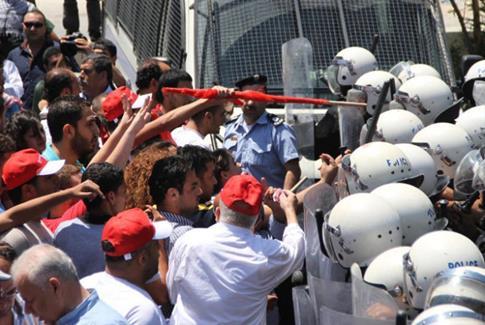 La police de l'Autorité contre des manifestants à Ramallah