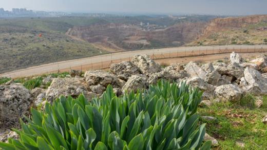 HeidelbergCement est complice du pillage des ressources naturelles de la carrière de Nahal Raba