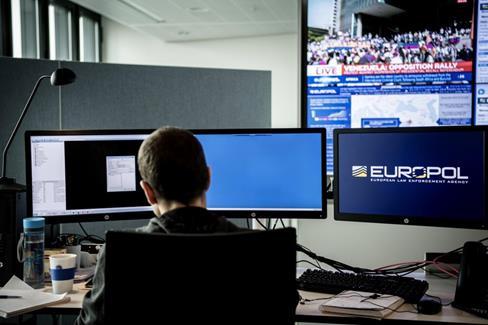 Europol, une institution censée faire respecter les lois, participe au groupe de travail de l'UE autour de l'antisémitisme.
