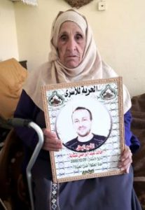 a Hilweh Shabaneh fait état des difficultés inhérentes à la visite à son fils en prison