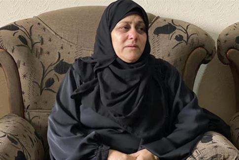 Mirvat al-Naem, la mère de Mohammad, pleure la mort de son fils et demande la restitution de sa dépouille.