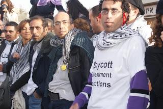 Basil Al Araj et Mazin Qumsiyeh en tête de la Marche pour la Liberté