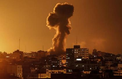 Bombardements israéliens sur Gaza le 27 mars. Photo via Ziad Medoukh