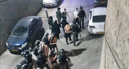 Shuafat (Jérusalem) : les soldats israéliens encerclent le camp de réfugiés de Shuafat et emmènent des Palestiniens déshabillés, menottés