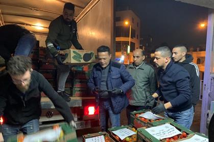 Lors du confinement de la ville suite au coronavirus, des résidents de villages palestiniens se préparent à envoyer de la nourriture à Bethléem en coordination avec des volontaires du Comité de secours. (Photo : avec l'autorisation du Comité de secours)