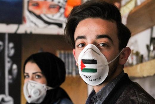 Des masques contre l'épidémie avec un message clair