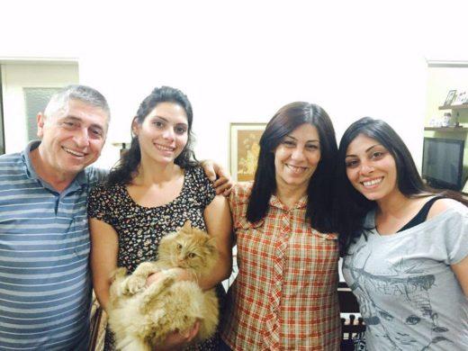 Photo de famille de Khalida, Ghassan et leurs filles, Yafa et Suha. (Photo : famille de Khalida)