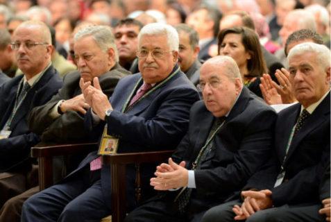 3e à gauche sur la photo : Mahmoud Abbas
