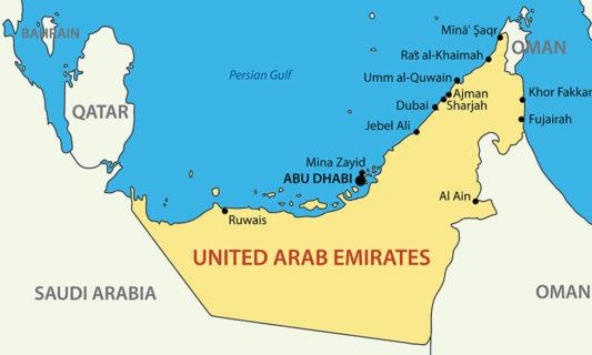 Sharja se trouve à droite au-dessus, à côté de Dubai