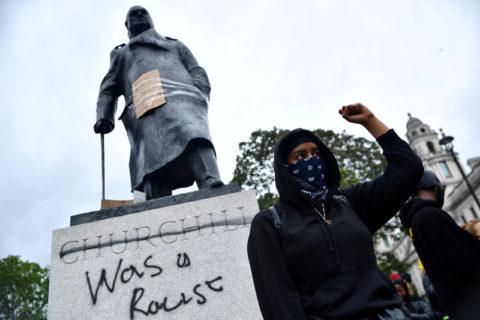 La statue de Winston Churchill à Londres a été la cible de manifestants antiracistes, ces dernières semaines. (Photo : Dylan Martinez Reuters)