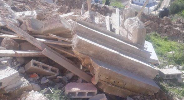 L'annexion de fait se poursuit par des démolitions de maisons, par la destruction de terres et infrastructures palestiniennes et par le pillage organisé