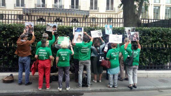 Action devant l'ambassade d'Allemagne à Paris afin de soutenir les militants BDS, traduits en justice à Berlin