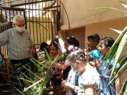 Abu Moujahed avec les enfants de Chatila dans le Centre qu'il dirige