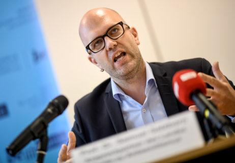 Samuel Salzborn, le nouveau contact berlinois pour l'antisémitisme, conseille de crier sur toute personne qui mentionne le mot « Palestine ». (Photo : Britta Pedersen DPA)