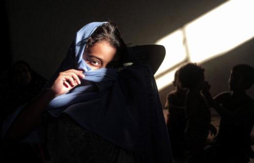 2 septembre 2020. Une famille palestinienne reste cloîtrée chez elle lors du confinement qui a suivi l'apparition du coronavirus à Gaza City. (Photo: Mohammed Salem/APA Images)