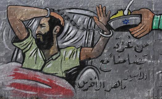21 octobre 2020. Une fresque en l'honneur du gréviste de la faim palestinien Maher al-Akhras, dans le camp de réfugiés de Nuseirat, dans le centre de la bande de Gaza. (Photo : Ashraf Amra APA images)