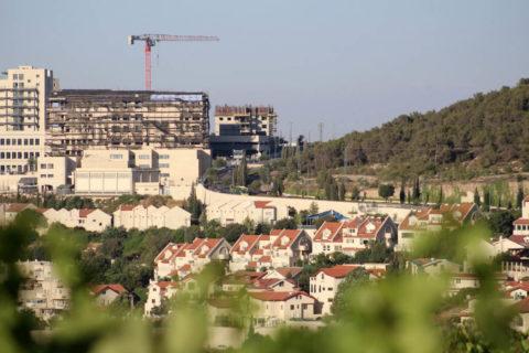 30 juin 2020. La colonie israélienne d'Efrat à l'intérieur du bloc de colonies de Gush Etzion, entre les villes palestiniennes de Hébron et de Bethléem, en Cisjordanie. (Photo : Mosab Shawer/APA Images)