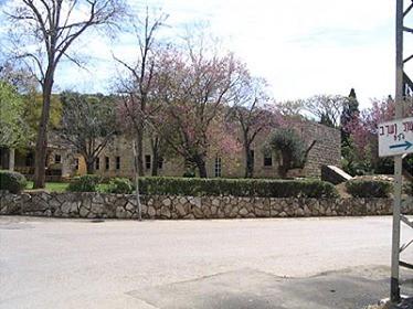 L'école des garçons d'Ijzim devenue aujourd'hui une synagogue. (Photos : Rima Najjar)