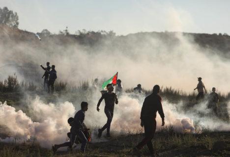 Décembre 2019. Des Palestiniens participent aux protestations de la Grande Marche du Retour à la frontière est entre Gaza et Israël. (Photo : Mohammed Zaanoun / ActiveStills)