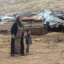 Novembre 2020. Des résidents du village de Khirbet Humsa après sa démolition. (Photo: Meged Gozani)