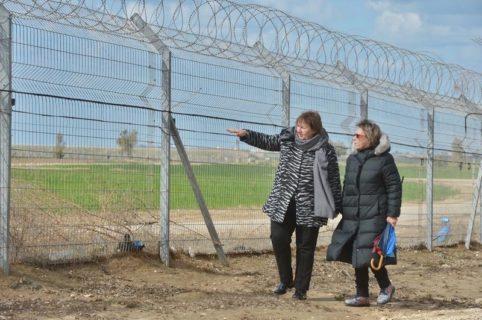Susanna Terstal (à gauche) dénonce les « attaques à la roquette » en provenance de Gaza, sans critiquer l'agression israélienne. (Photo : via Twitter)