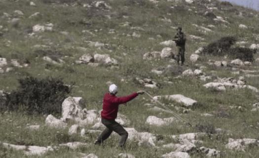 Atef Yousef Hanysheh, 47 ans, quelques instants avant d'être abattu par un soldat des forces d'occupation israéliennes, alors qu'il manifestait contre les expropriations de terres dans son village, Beit Dajan, près de Naplouse, le 19 mars 2021. (Photo : Al-Haq)