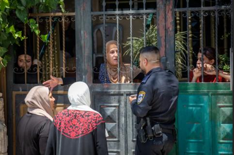 Après avoir lutté pendant 25 ans dans les tribunaux contre l'organisation de colons Elad, la famille Siyam a été expulsée de force de sa maison à Silwan. (Photo: Emil Salma)