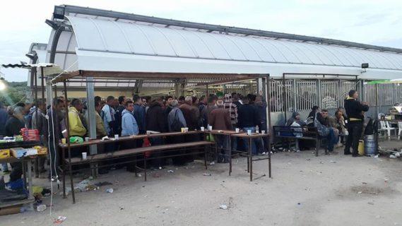 Des travailleurs palestiniens au check-point de Tayba. (Photo : The Palestine New Federation of Trade Unions – PNFTU – Nouvelle Fédération des syndicats de Palestine)