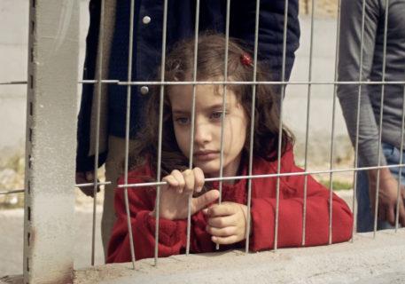 Maryam Kanj, la toute jeune actrice qui joue l'un des premiers rôles dans le court métrage « The Present », de Farah Nabulsi, qui vient d'être nominé aux Oscars. (Photo : The Electronic Intifada)