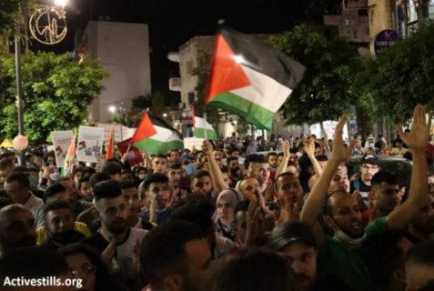 10 mai 2021 - Des milliers de Palestiniens descendent dans les rues de Ramallah, en Cisjordanie, pour soutenir la récente vague de résistance populaire à Jérusalem contre la colonisation et l'occupation israéliennes - Photo: Activestills
