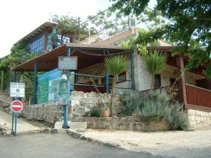 La seule maison palestinienne toujours debout à Tzipori est aujourd'hui un « bed & breakfast » appelé Zippori Village. (Photo : Jonathan Cook)
