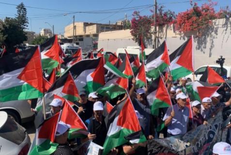 Vendredi, dans la ville d'Umm Al-Fahm, en Israël, des centaines de Palestiniens ont participé à une marche au drapeau palestinien. (Photo : via QNN)