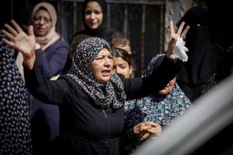 16 août 2021, Jénine, en Cisjordanie occupée. Des Palestiniens pleurent l'un des quatre jeunes hommes tués dans des confrontations avec les forces de sécurité israéliennes. (Photo : Nasser Ishtayeh / Flash90)