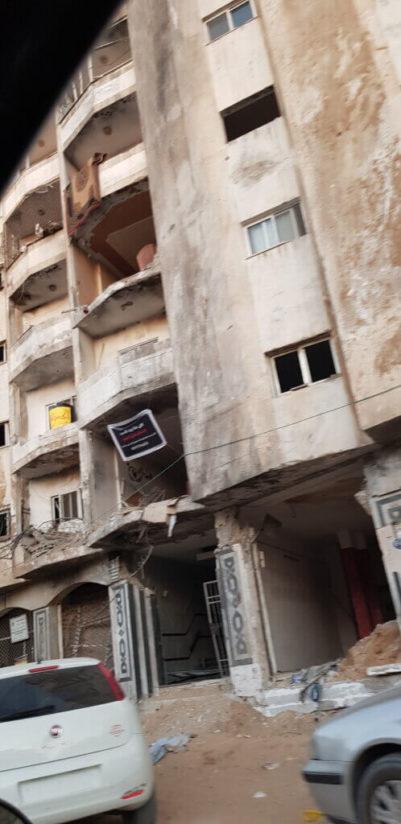 Les dégâts collatéraux près de l'Université Al-Azhar – les forces israéliennes ont bombardé la voirie et sévèrement endommagé les habitations voisines. (Photo : Emad Moussa, juin 2021)